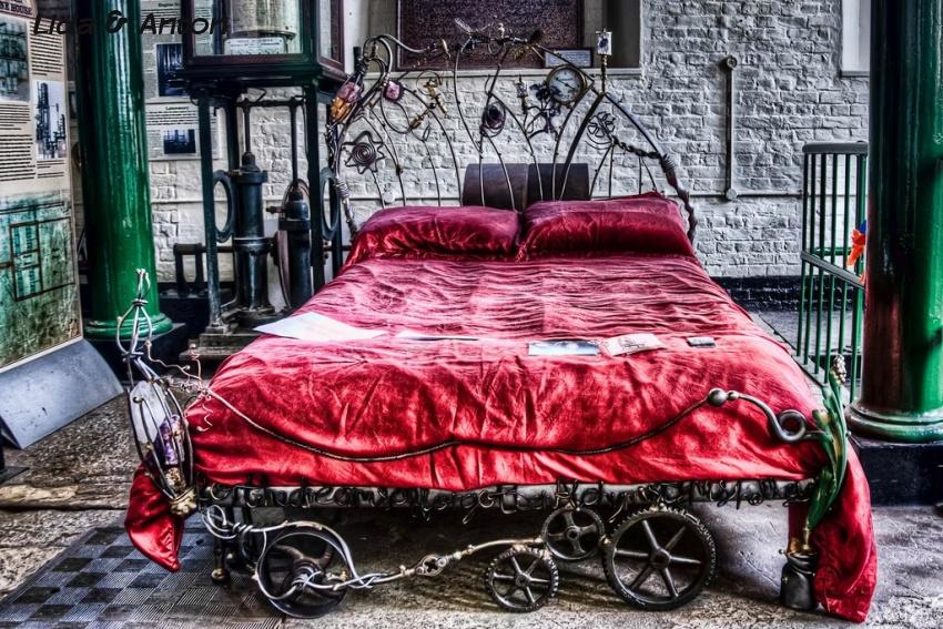 Стимпанк в интерьере спальни