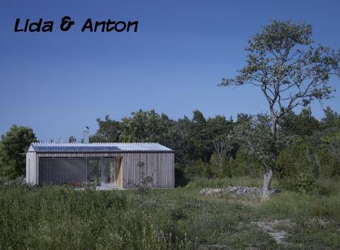 Вид на дом с сельской дороги