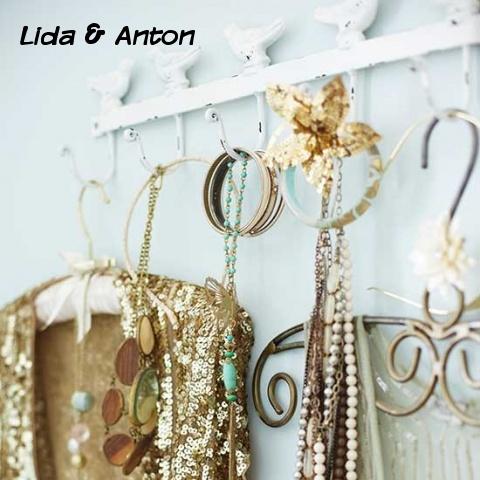 Декоративные крючки и вешалки для одежды