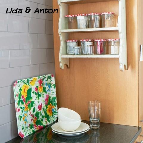 Полка на стенке шкафа