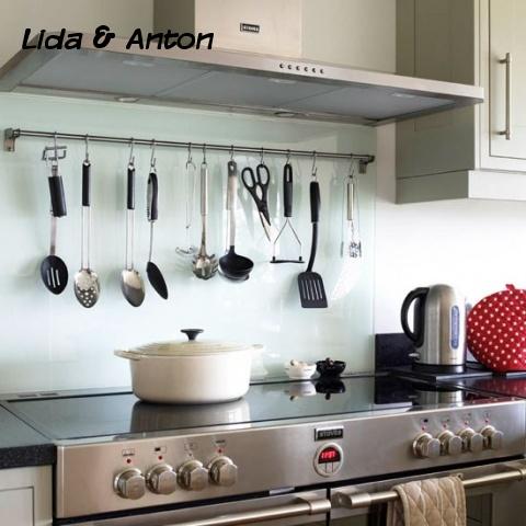 Индукционная плита на кухне прованс