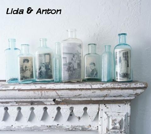 Поклонники старины предпочитают такие же старые фото. А если поместить фотографии в бутылки разных размеров – они станут настоящей изюминкой интерьера.