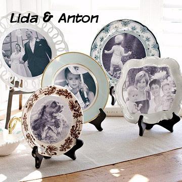 Очень востребованными являются предметы интерьера с напечатанными на них фотографиями. Перенесите портреты родных и близких на посуду, часы, интерьерные подушки.