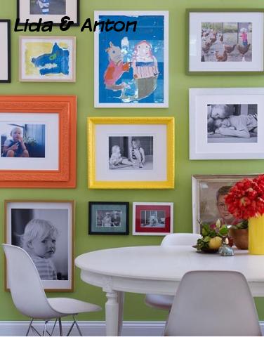 При размещении фотографий ребёнка можно использовать яркие рамки разных размеров. Цветные и черно-белые фото в сочетании с детскими цветными рисунками в рамах разных цветов создают удивительный эффект.