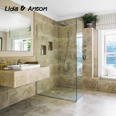 Душевая кабина без поддона из стекла в ванной комнате отделанной крупноформатной плиткой